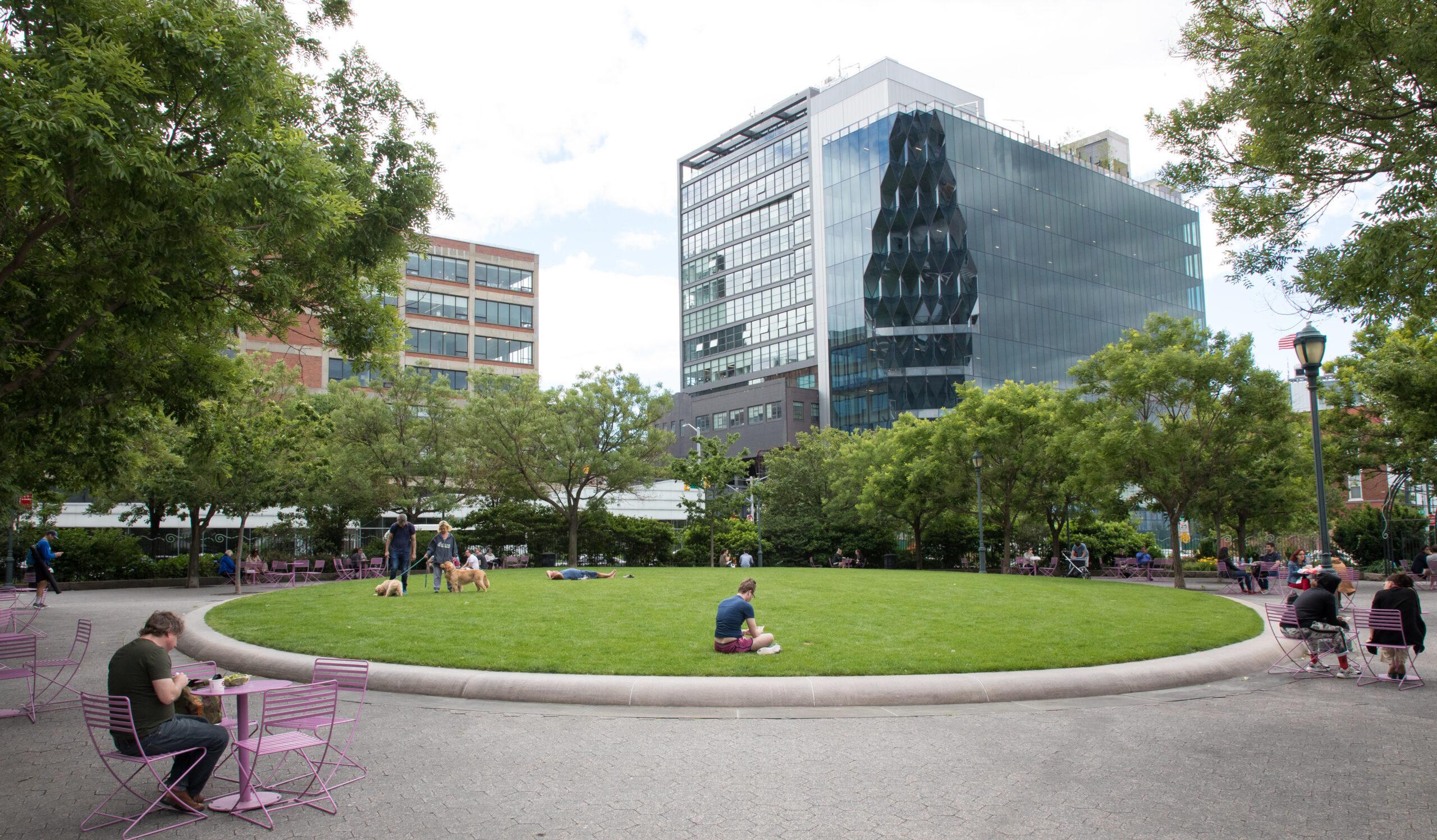 14th Street Park lawn circle