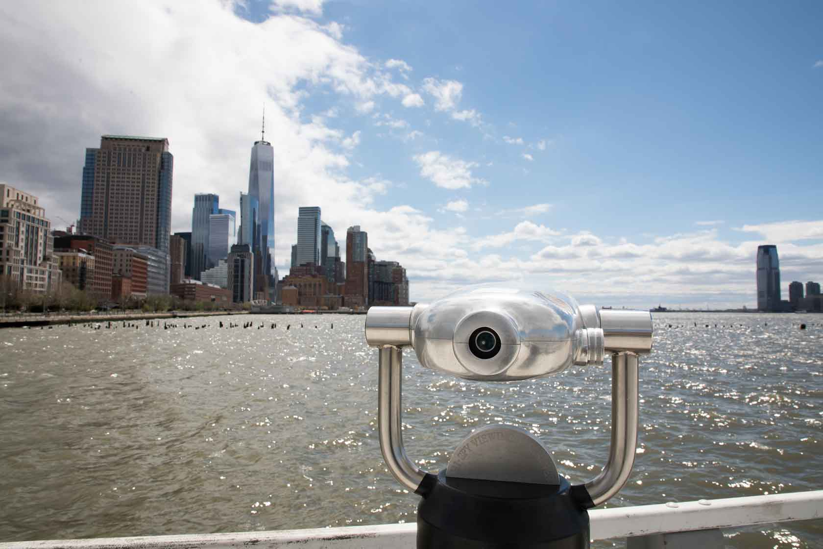 The view finder at Pier 34 positioned towards the statue of liberty