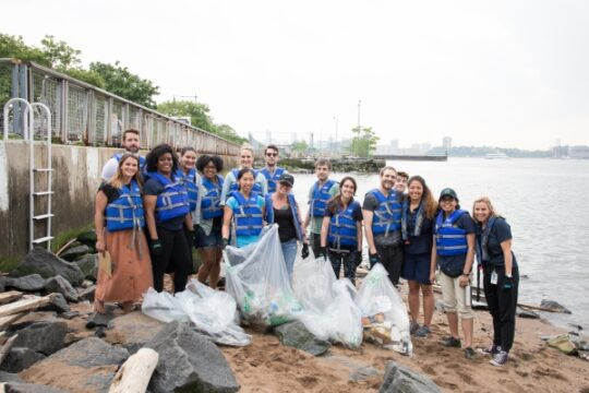 A pose with the volunteers cleaning up the shoreline in Hudson River Park