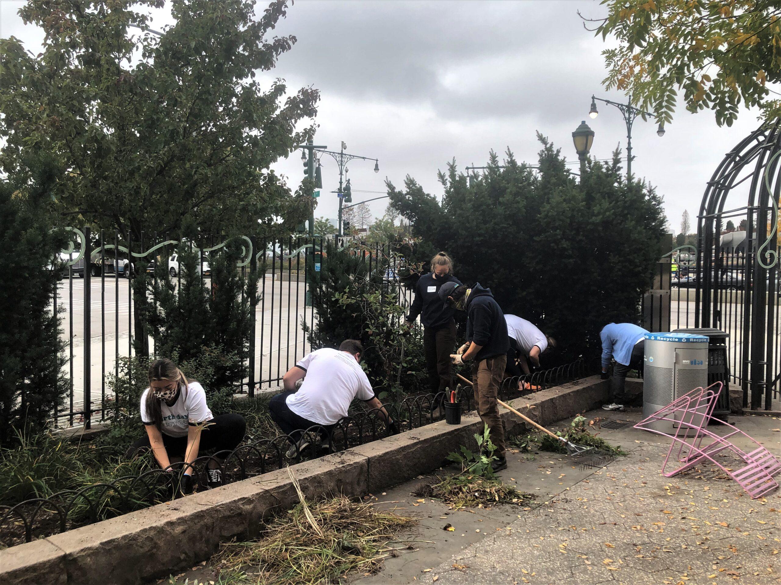 Jamestown volunteers cleaning up 14th Street Park